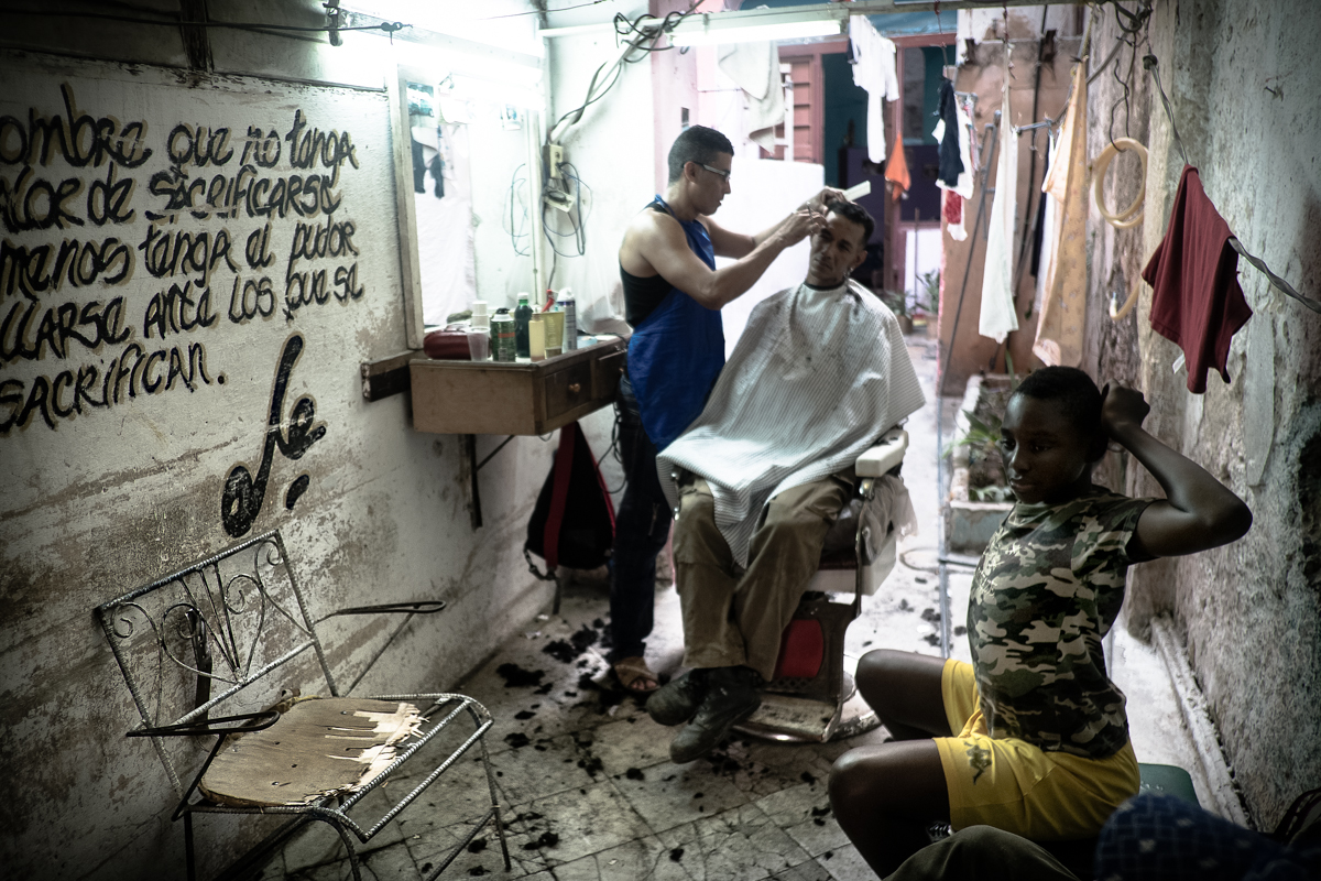 La Habana_peluqueria_Cuba_2272-Negro OK (1 de 1)