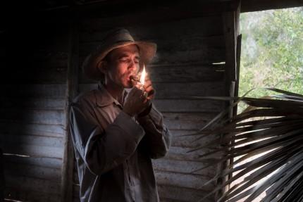Cuba Smoking Cigar 2017 Harry Fisch 1138_V2sin título2017-06966